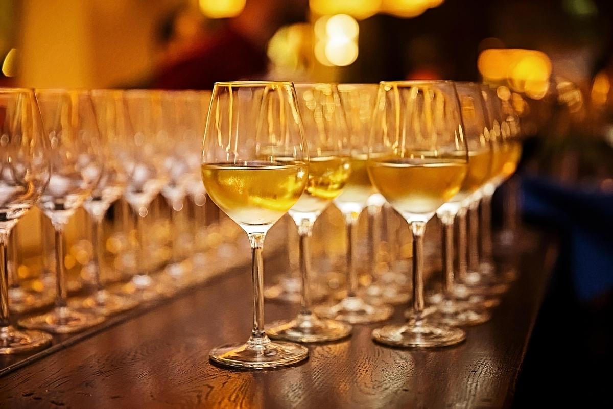 スパークリングワインについて徹底解説!シャンパンとの違いとは?|theDANN media