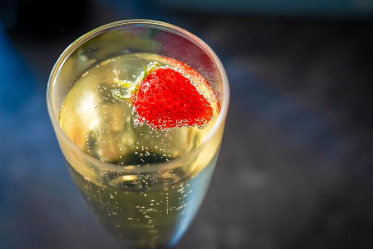 ノンアルコールシャンパンの味わいや美味しい飲み方を解説!|theDANN media
