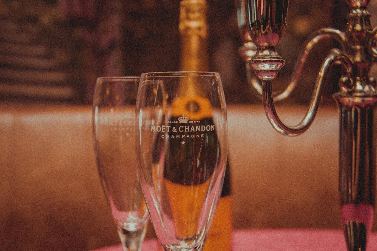 モエ・エ・シャンドンを解説!お祝いで送るならどのシャンパン?|theDANN media