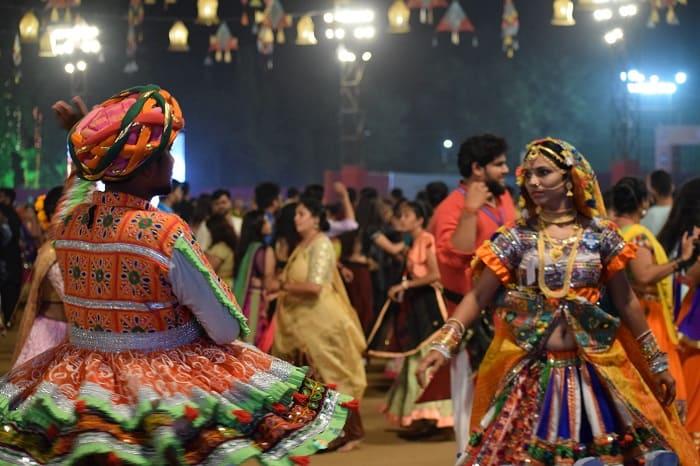 ガルバを踊る男性