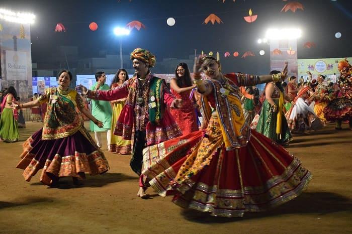 ガルバを踊る女性