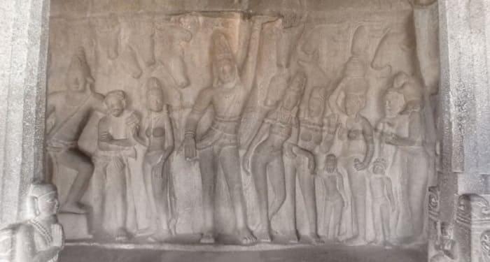 クリシュナ石窟寺院内部のヴィシュヌ神の彫刻
