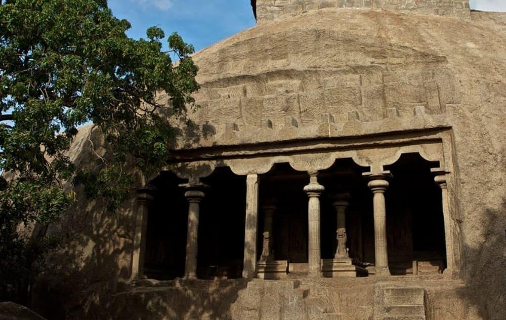 マハーバリプラムの石窟寺院(マヒシャースラマルディニー石窟寺院)