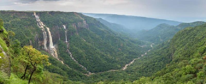 「雲のすみか」の名にふさわしいメガラヤ州の景色