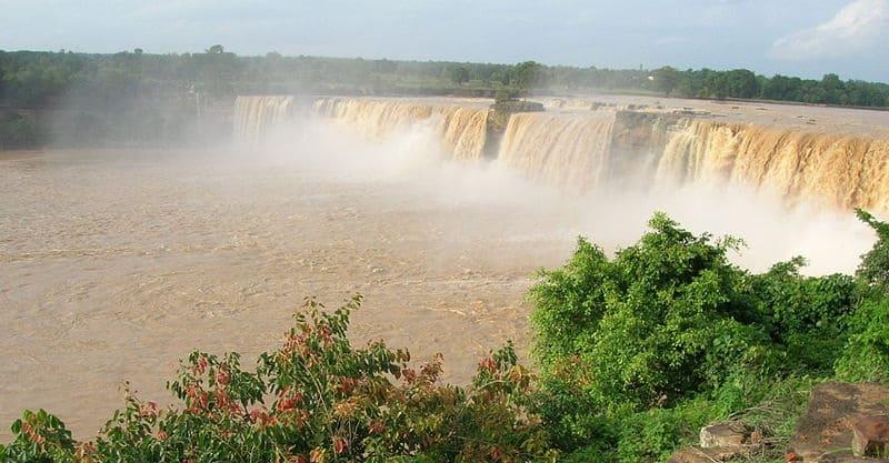 雨季のチトラコットの滝