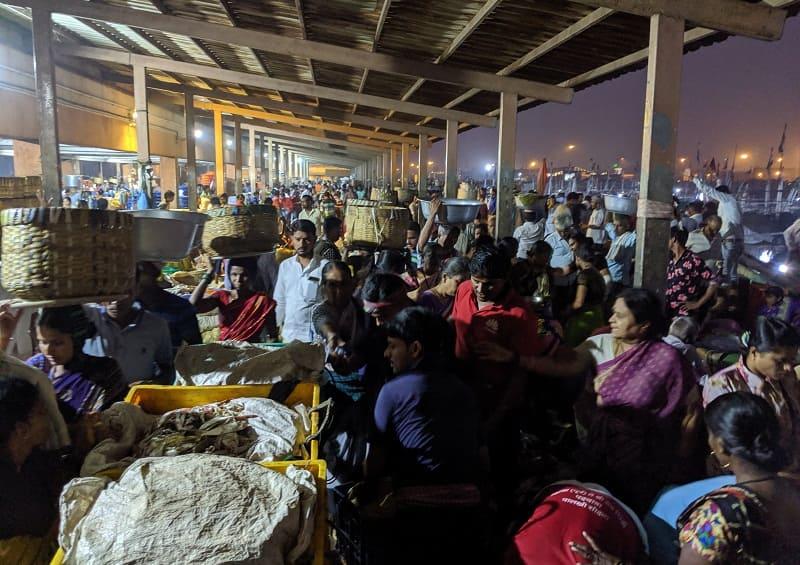 朝6時半ごろのムンバイのフィッシュマーケットの様子