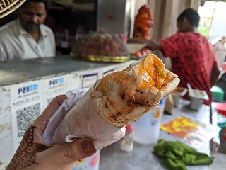 ムンバイマラソン後に食べた屋台飯(チキンシャワルマ)