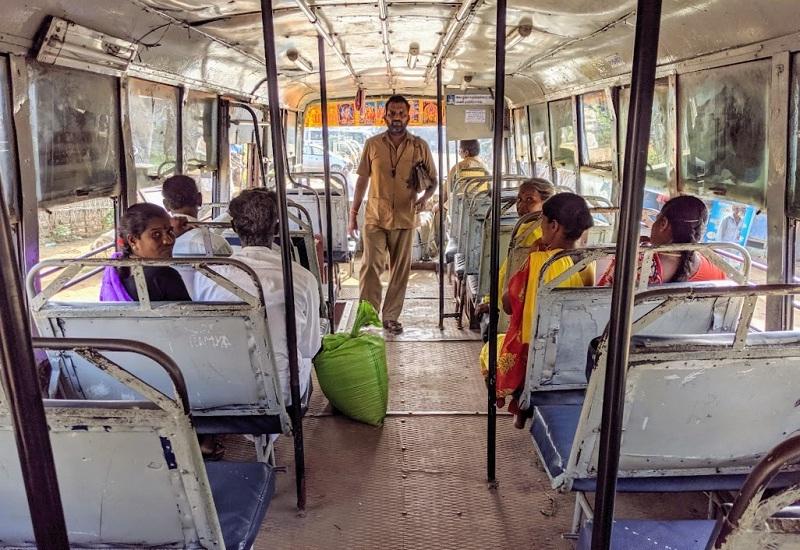 ローカルバス車内の様子