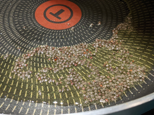 キャベツのポリヤルの作り方(マスタードシードを加える)