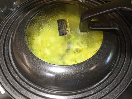 キャベツのポリヤルの作り方(蓋をして蒸し焼きにする)