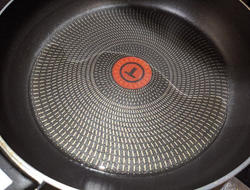 カダイ・パニールの作り方(油を熱する)