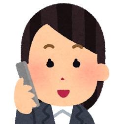 電話を受ける女性