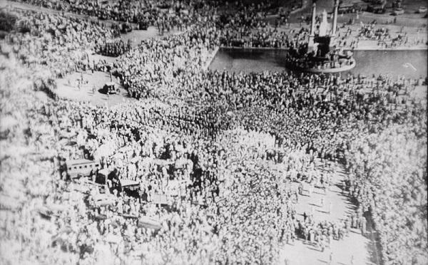 ガンディーの葬儀の様子(1948年)