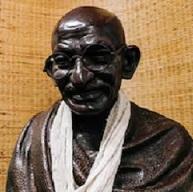 マニバワン受付のガンジー像