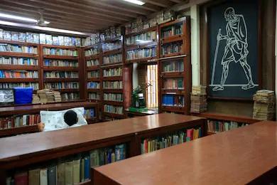 マニバワンの図書館