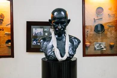 マニバワンのガンジー像