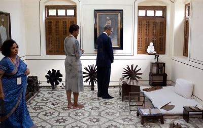 オバマ元大統領のマニバワン訪問(Wikipediaより)