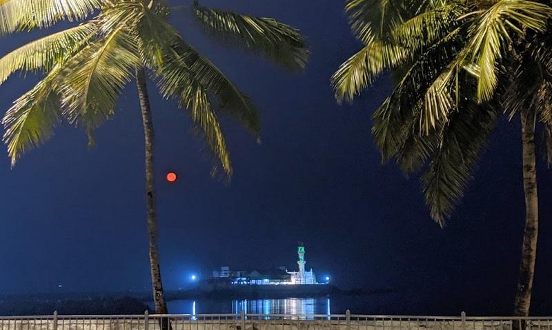 夜中のハジアリ霊廟