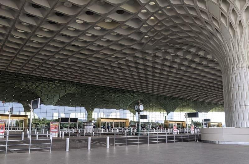 ムンバイ空港のエントランス