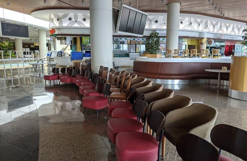 ムンバイ空港内のフードコート(閉鎖中)