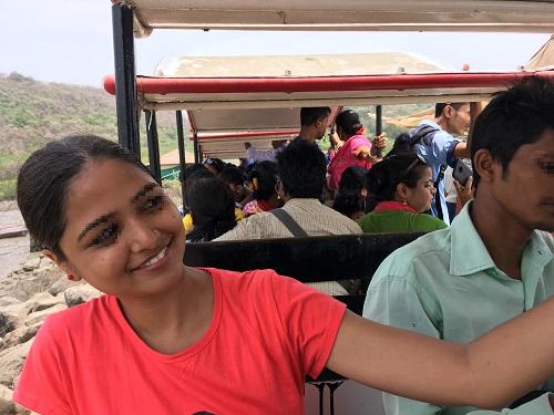 トイトレインは人気でインド人客でぎゅうぎゅう