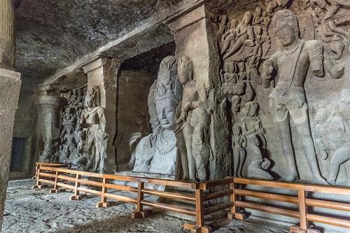アルダナーリーシュヴァラ(左)、サダシヴァ(真ん中)ガンガダラー(右)