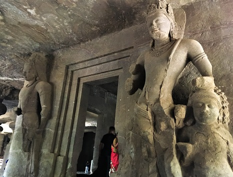 中央のシヴァ寺院