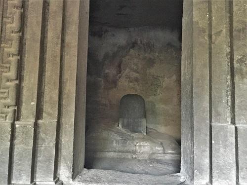 シヴァ寺院内のシヴァリンガ