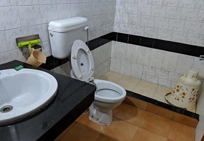 しょぼい洋式トイレ