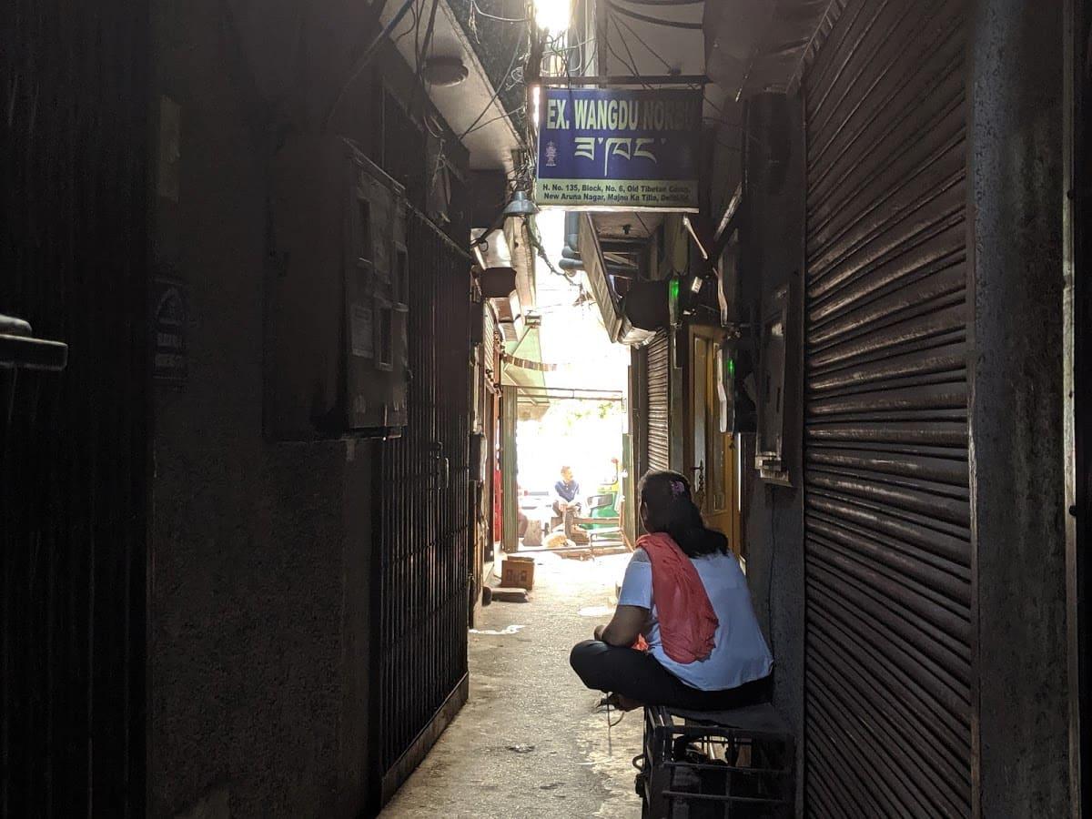 デリーのチベット街の路地①