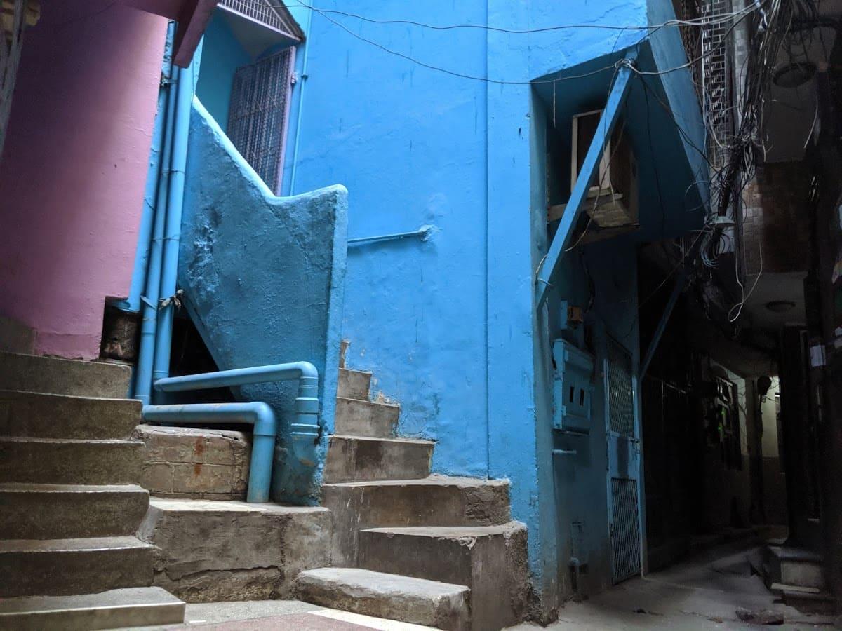 デリーのチベット街の路地②