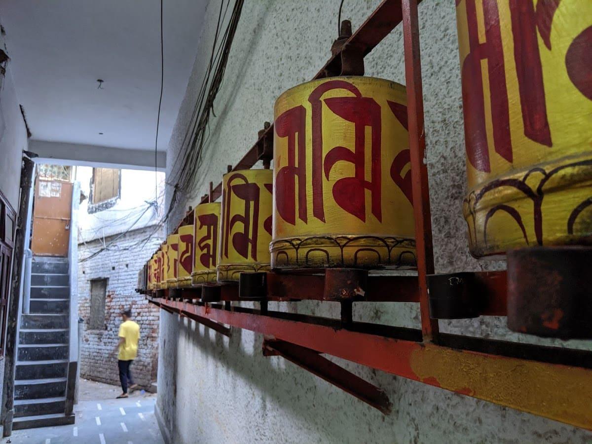 チベット寺院にあるマニ車