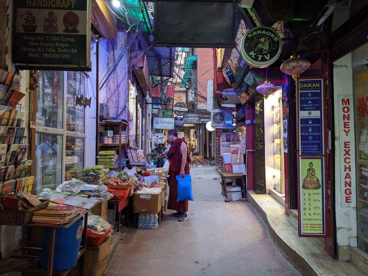 デリーのチベット街のメインストリート