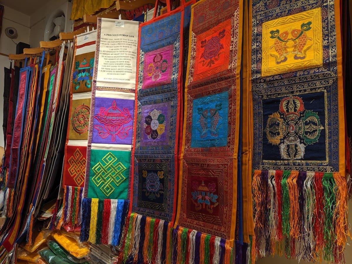デリーのチベット街の雑貨屋さんで売られている商品①
