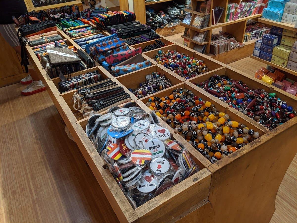 デリーのチベット街の雑貨屋さんで売られている商品②
