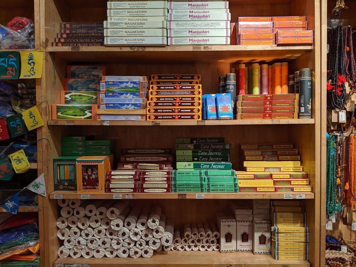 デリーのチベット街の雑貨屋さんで売っているお香