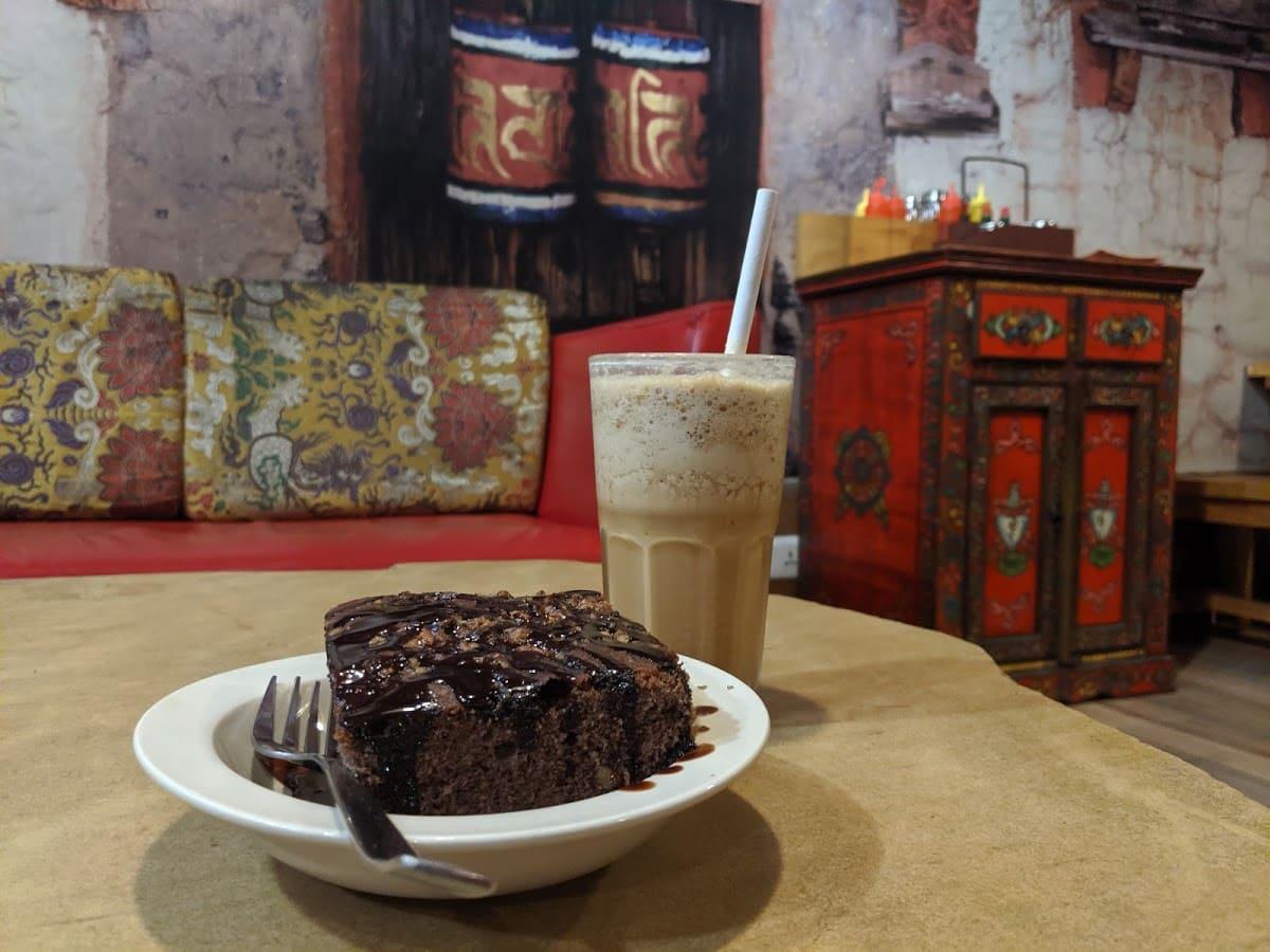 デリーのチベット街にのカフェ(AMA CAFE)