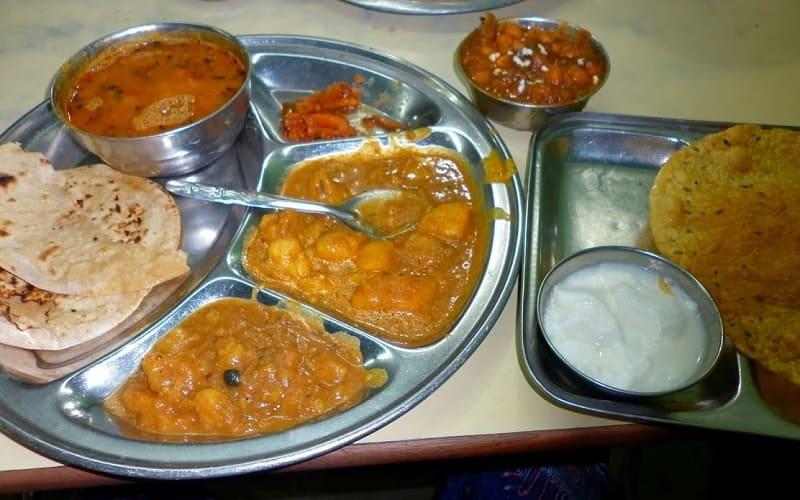 安食堂のインド料理