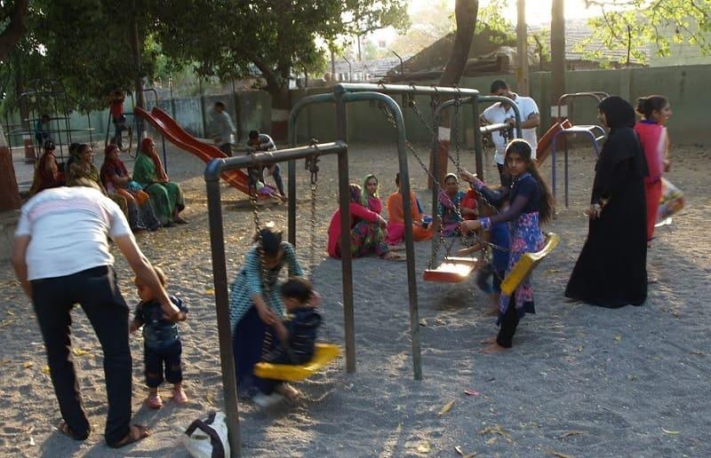 公園で遊ぶインド人