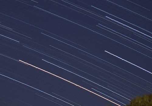 点状に途切れた星の軌跡の拡大図1