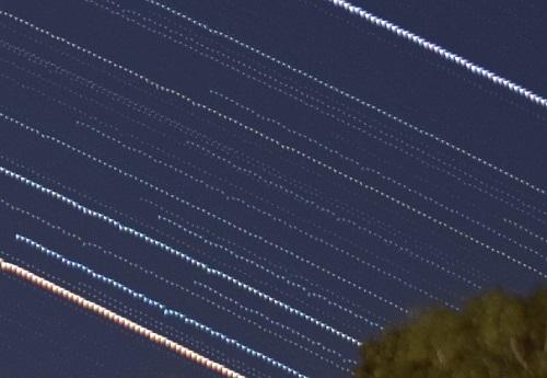 点状に途切れた星の軌跡の拡大図2