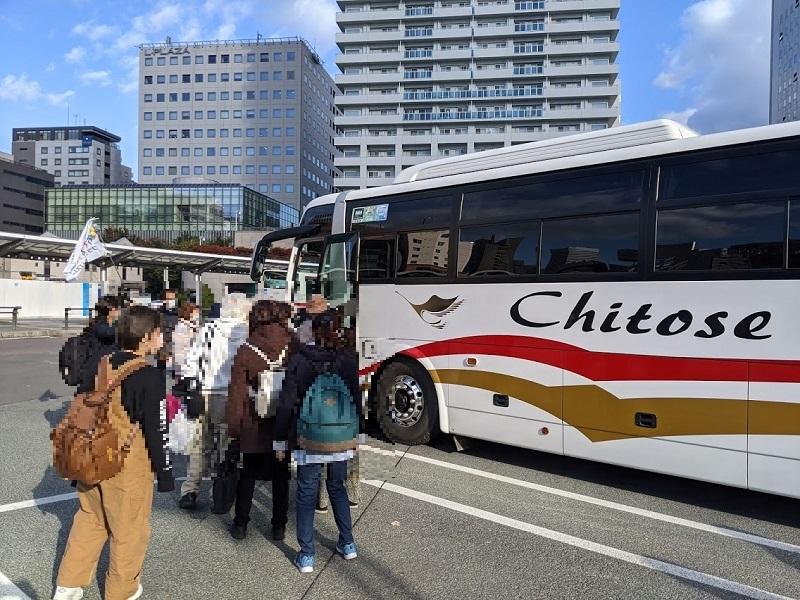 クラブツーリズムの日帰りバスツアーの観光バス