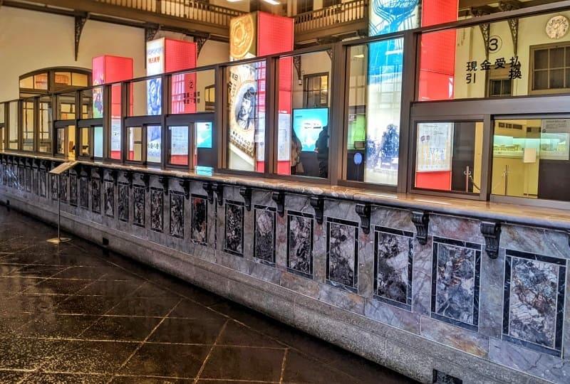 日本銀行旧小樽支店の大理石のカウンター