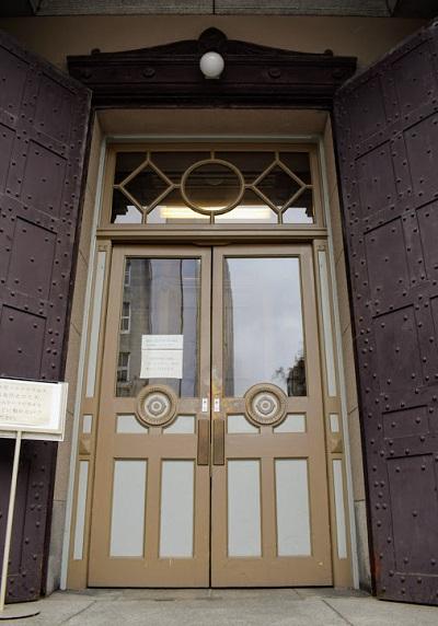 日本銀行旧小樽支店のエントランスの扉