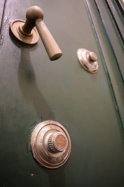 金庫室の扉の鍵