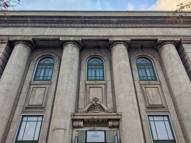旧安田銀行小樽支店の正面