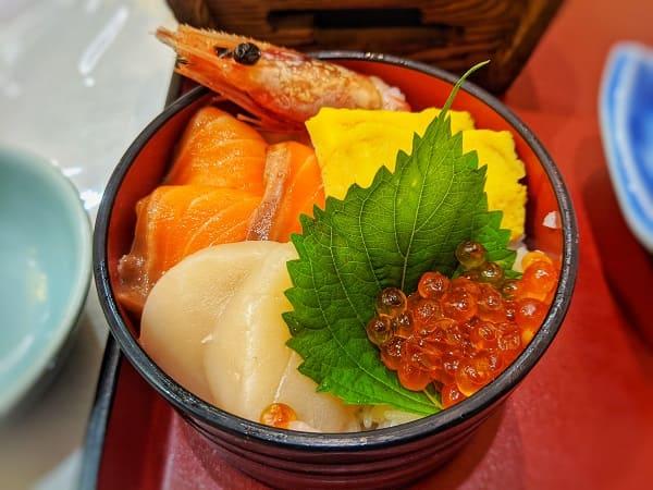 網走ロイヤルホテルの夕食(海鮮丼)