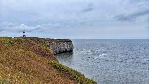 能取岬の断崖絶壁