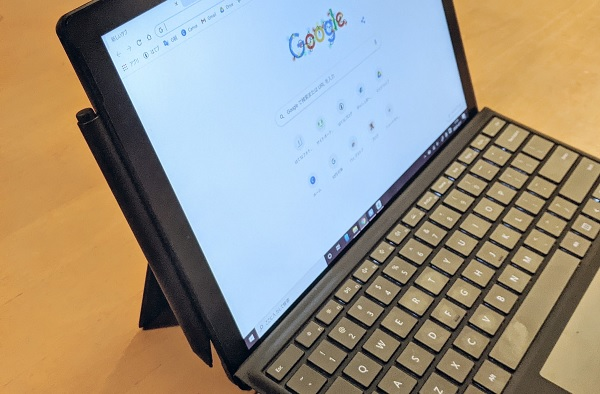 Surfaceペンは強力マグネットでSurfaceに装着できる