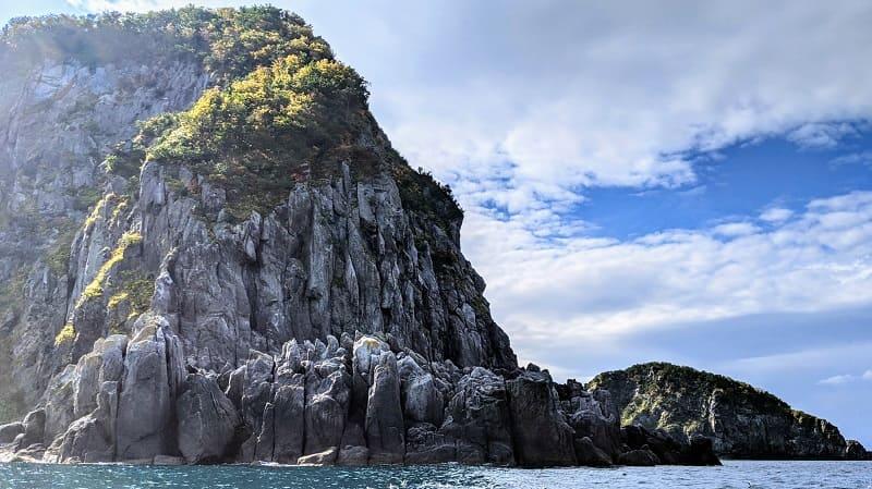 知床 黄色い岩1